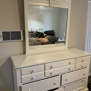 Dresser & Mirror - White / 7 Drawers for Sale in San Diego, CA