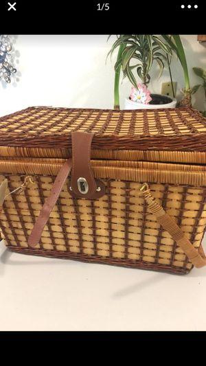 Picnic basket $5 for Sale in Everett, WA