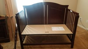 Baby crib and changing table for Sale in Houston, TX