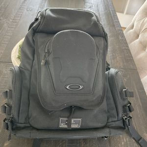 Oakley icon2 Backpack Excellent Condition for Sale in Mission Viejo, CA