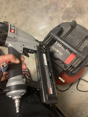 150 psi 6gal porter cable wit guns for Sale in Fresno, CA