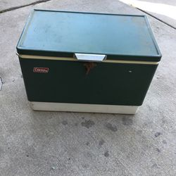 Vintage ice chest in very good condition for Sale in Elk Grove,  CA