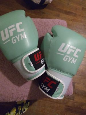 UFC gym boxing gloves 16 oz Inc UFC wraps for Sale in Los Angeles, CA