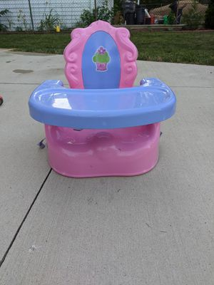 Portable booster seat with tray for Sale in Dearborn, MI
