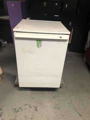 Medium sized refrigerator . for Sale in Brooklyn, NY