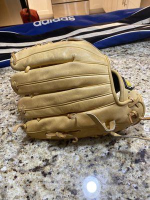 Baseball / softball glove for Sale in Hialeah, FL