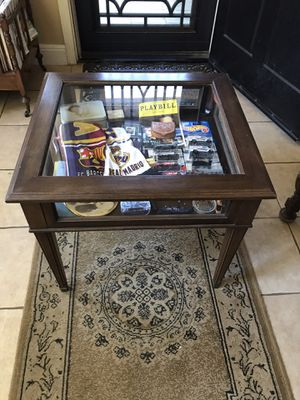 """Beautiful vintage Ethan Allen display case 24"""" Wx 22""""Dx22""""H for Sale in Modesto, CA"""