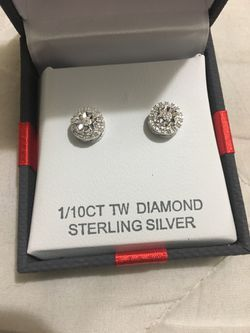 1/10CT TW Diamond earrings for Sale in Bend,  OR