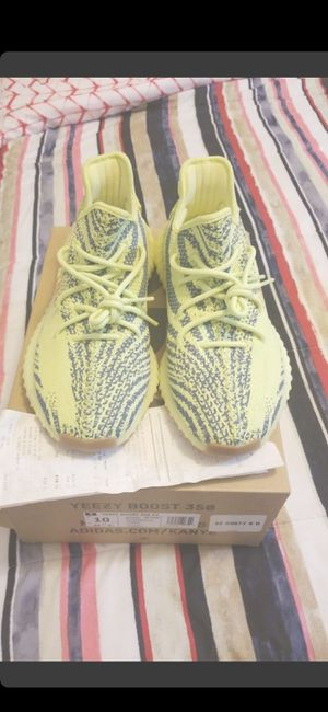MEN'S!!!!!(PRICE IS FIRM!!)AUTHENTIC & RECEIPT!!BRAND NEW FROZEN YELLOW SEMI FROZEN YEEZYS (SIZE 10) for Sale in Delray Beach, FL