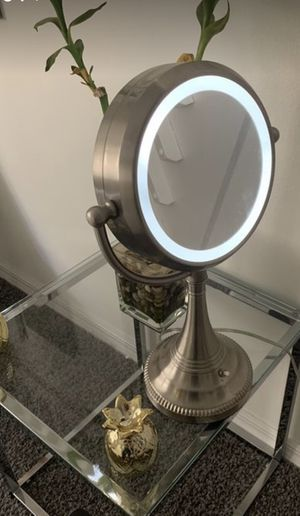 Lighted Makeup Mirror for Sale in Miami, FL