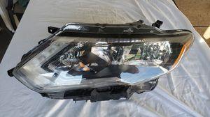 2014 2015 2016 NISSAN ROGUE HALOGEN HEADLIGHT OEM LEFT SIDE DRIVER for Sale in Lawndale, CA