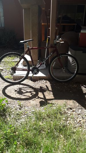 Mens mountain bike Red giant rincon. You'll have a fun time riding it! Buy it today for a good price! for Sale in Tempe, AZ