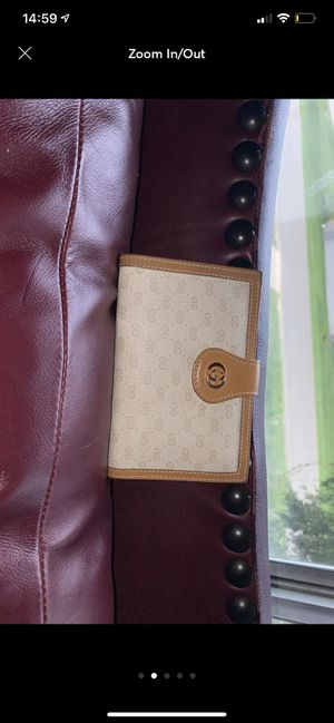 Gucci wallet for Sale in Shelby Charter Township, MI