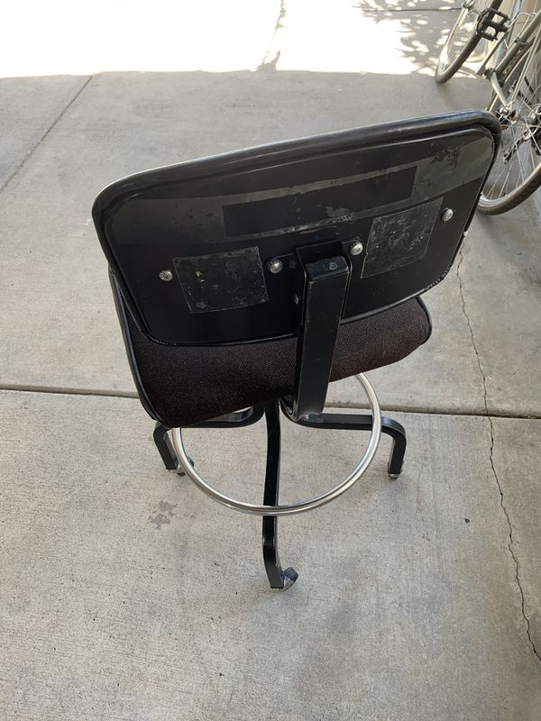 Classy desk Chair (wheels)