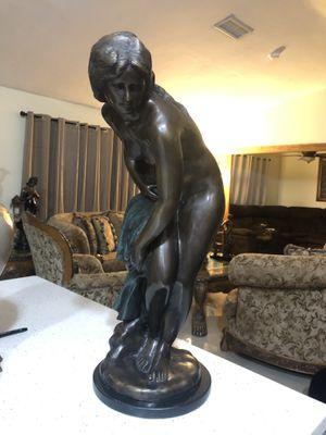 Bronze grande y muy pesado for Sale in Cutler Bay, FL