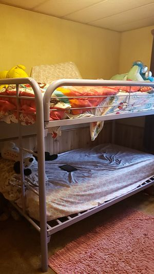 Metal purple bunk bed. for Sale in Yelm, WA