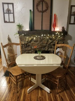 BREAKFAST TABLE (2 CHAIRS) for Sale in Columbus, OH