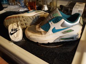 Nike womens shoes size 7y for Sale in St. Louis, MO