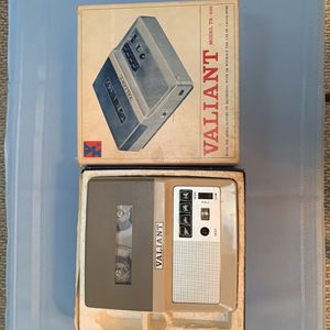 VINTAGE VALIANT TRANSISTOR TAPE RECORDER for Sale in Township of Jackson, PA