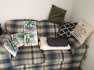 Couch and wall decor for Sale in Wichita, KS