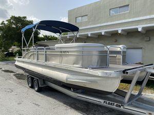 2015 Bennington 25 ft pontoon boat hull for Sale in Hollywood, FL