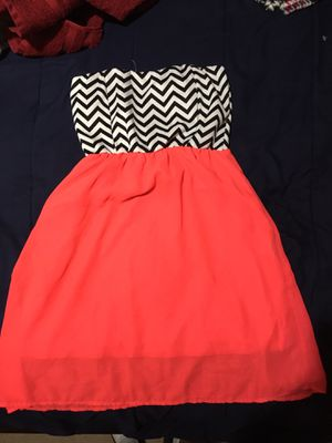 Small dress black and hot pink melon used once for Sale in McAllen, TX
