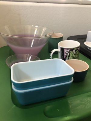 Items to purge, no room, Pyrex, Fiestaware, Le Creuset, Blendo, Starbucks for Sale in Phoenix, AZ