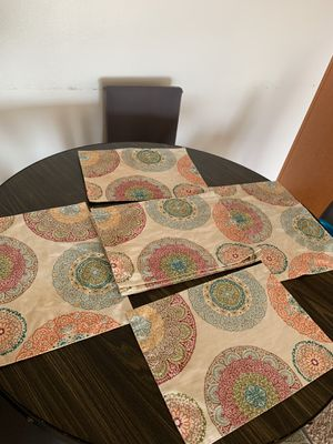 Placemats (Set of 8) Tablecloth Good condition price firm $10. for Sale in San Diego, CA