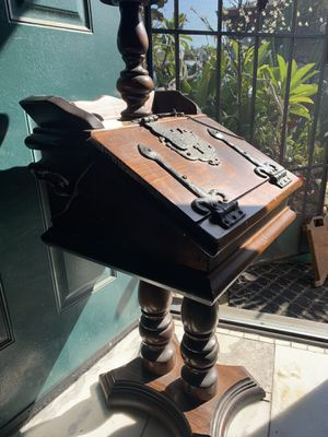 Antique writing desk and lamp for Sale in Garden Grove, CA