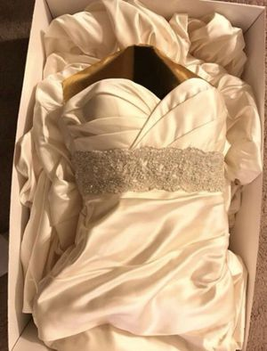 Avant Mariee by Winnie Couture Wedding Gown for Sale in Stevenson Ranch, CA