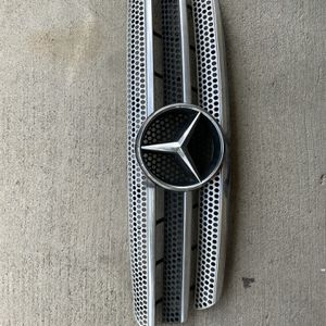 Front Grille For Mercedes-Benz ML430 99-01 ML320 98-03 ML350 03-05 Black for Sale in Riverside, CA