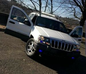 Parts 2004 jeep grand Cheroke for Sale in Waterbury, CT