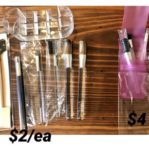 NEW make up brushes and holder for Sale in Germantown, MD