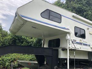 2001 Lance slide in camper for Sale in Venus, FL