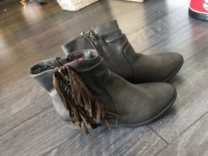 Girls shoe boots size 3 New for Sale in Atlanta, GA