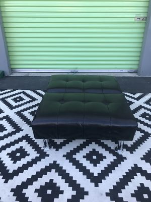 BEAUTIFUL NICE DESIGN BLACK COLOR FOLD UP AND FOLD DOWN CHAIR FOOT STOOL IN GREAT CONDITION.. for Sale in Las Vegas, NV