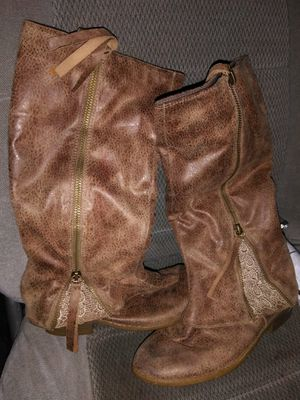 Size 2 girl boots for Sale in Sherwood, AR