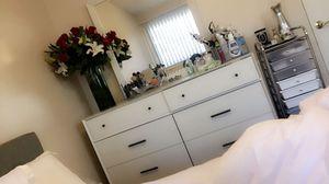 White dresser and mirror for Sale in Azusa, CA