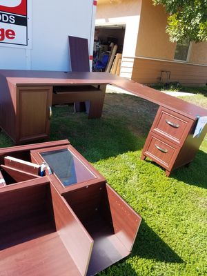 Free Office Desk with Hutch for Sale in San Diego, CA