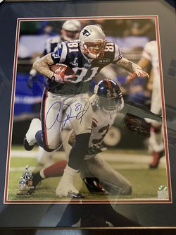 Aaron Hernandez Autographed 16x20 Framed Photograph for Sale in Laveen Village,  AZ