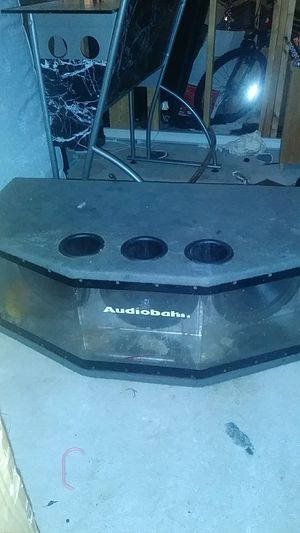 3 amps and kickerbox for Sale in Boston, MA