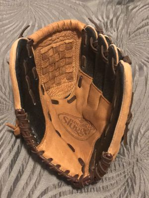 Louisville Slugger Kids Baseball glove for Sale in Pinole, CA