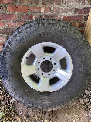 2004 Dodge 2500 rim and tire for Sale in Martinsville, IN