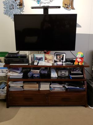 """LG 42"""" FLAT SCREEN TV 2013 w/TV stand for Sale in New York, NY"""
