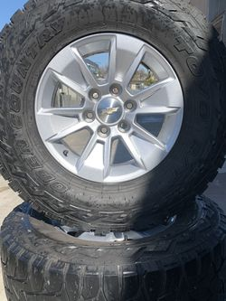 "SET OF FOUR 17"" CHEVY GMC WHEELS AND TIRES for Sale in Visalia,  CA"