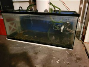 6 ft long fish tank free ( back glass broke ) for Sale in Moreno Valley, CA