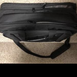 Samsonite laptop bag Priced To Sell Fast! for Sale in Mount Washington, KY
