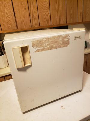 Fridgidaire and Sanyo for Sale in Raleigh, NC