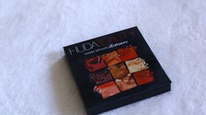 Huda beauty eyeshadow for Sale in McKinney, TX