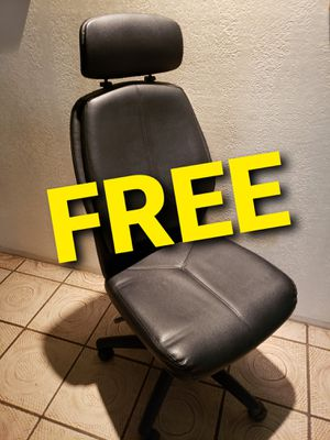 FREE adjustable rolling office desk chair **READ ENTIRE description** for Sale in Tacoma, WA